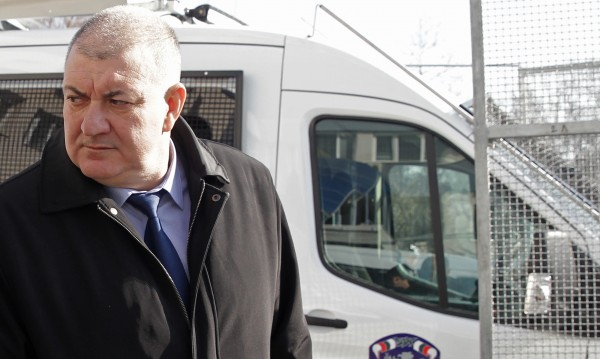 Оставка под натиск: Кой поиска поста на Георги Костов?