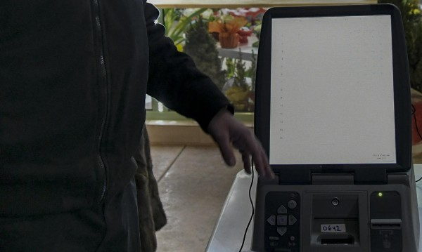 Спасителят на машинното гласуване – с опит, но...