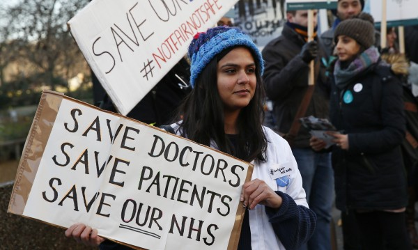 12 000 лекари може да напуснат Острова след Brexit-а