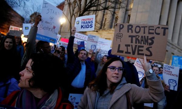 Тръмп отменя правото на транссексуалните за WC-тата