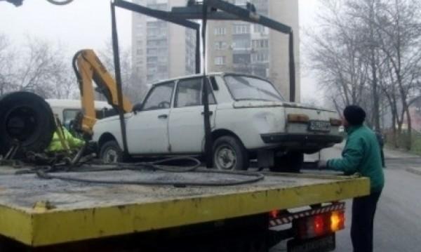 Чистят Варна от трошките по улици и паркинги