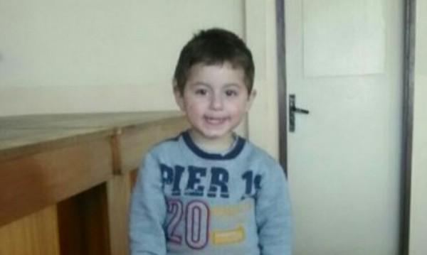 2-годишното момченце без мама и тате. Къде са?