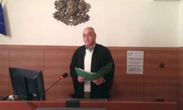 На стаж в съда – осъден! Владимир Кузов в тога!