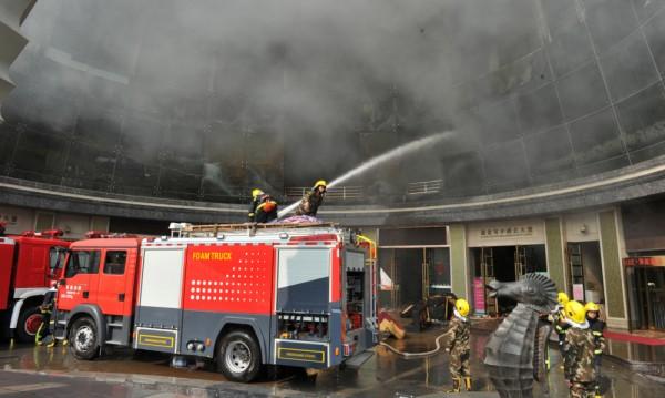 Десет жертви при пожар в хотел в Китай
