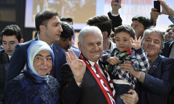 """Турският премиер зове за """"да"""" на референдума"""