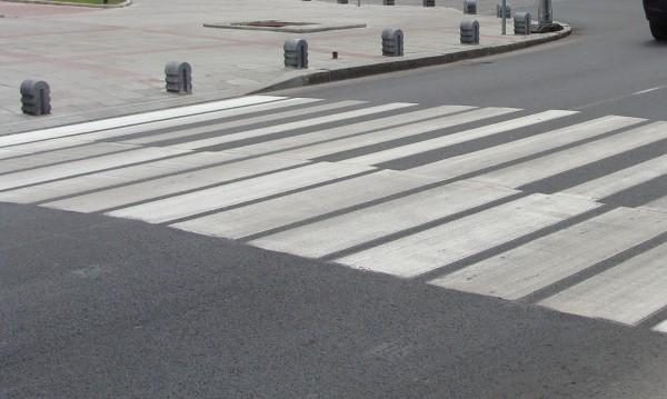 Блъснаха 16-годишно момиче на пешеходна пътека
