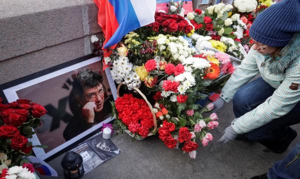 Борис Немцов не е забравен, хиляди почетоха паметта му