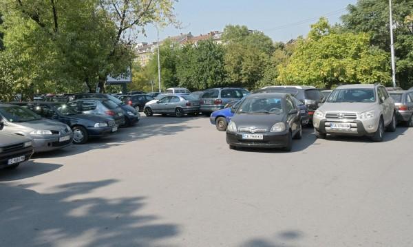 Стотици коли трупат дългове на наказателни паркинги