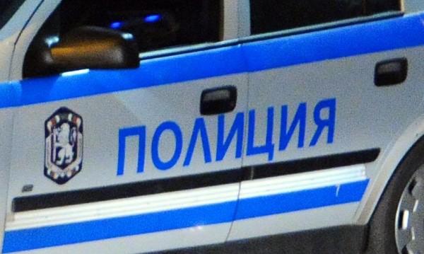 Спипаха 14 мигранти в бус край Монтана, натоварили ги в София