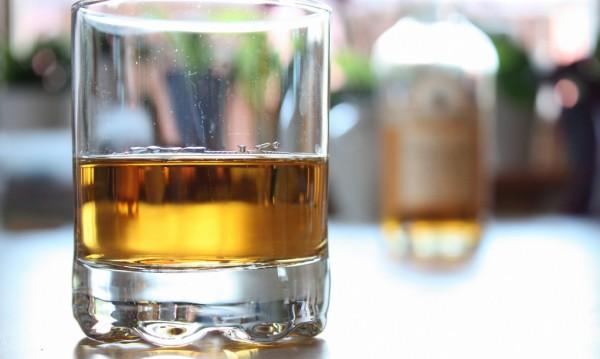 Пиян не си плати, удари полицаи, заля ги с уиски...