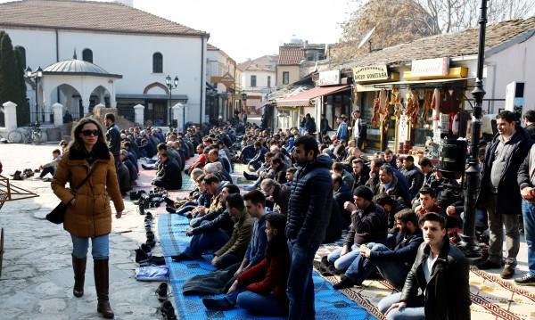 Хиляди на протест в Скопие, не искат официален албански