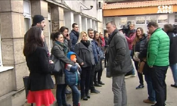 "Лекари, родители... Протести пред ""Пирогов"""