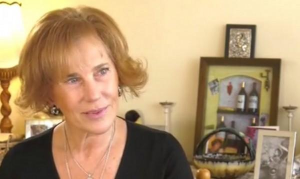Задържаха Елена Поптодорова с открадната козметика