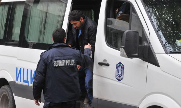 Спипаха трафикант, извозващ мигранти от България