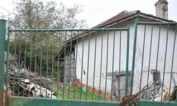 Маскирани пребиха и ограбиха дядо в Добричко
