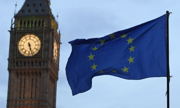 Лондон задължен да пуска европейци до края на Brexit-а