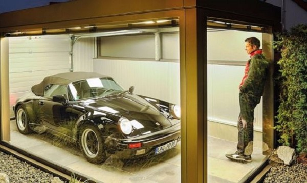Фен на Porsche лудна, построи стая за любимото си 911