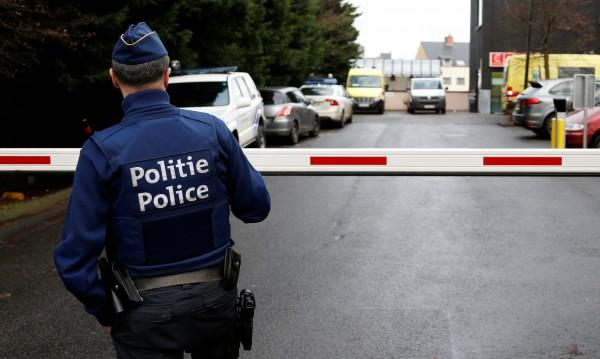 Спряха ислямист с три газови бутилки в колата в Брюксел