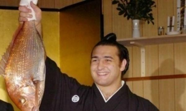 Котоошу - първият европеец с школа по сумо в Япония
