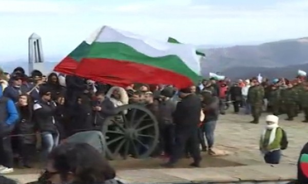 Хиляди се стекоха на връх Шипка