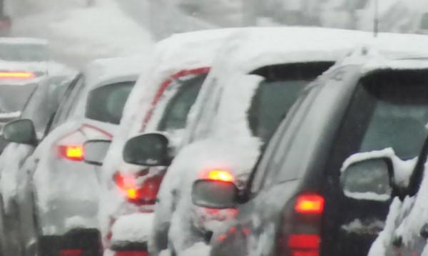 Проверки на колите задръстиха пътя към пистите в Банско