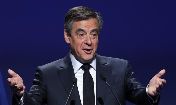 Французите искат Фийон да напусне битката за президент