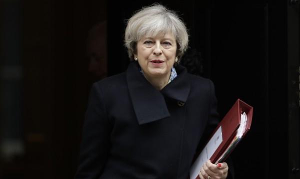 Мей да пази гражданите на ЕС във Великобритания