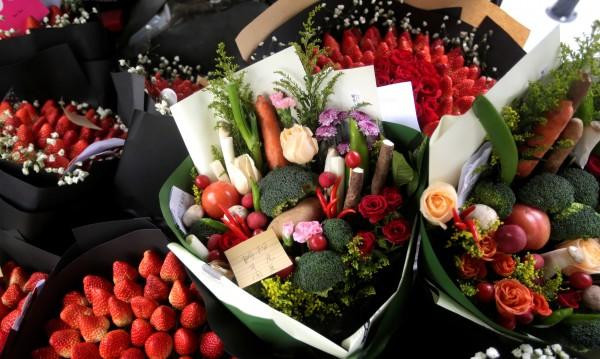 До 100 лв. излиза 8 март за мъжете: Цветя, бижута, шоколади...