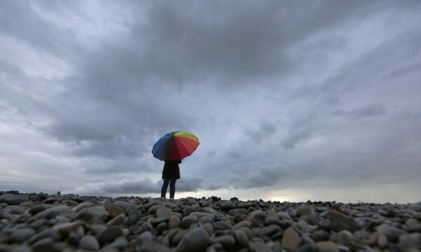 Не забравяйте чадърите: Ще вали, че и гръмотевици ще има