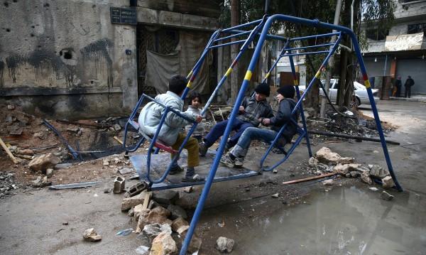 Спасение от ужаса: Сирийчета се самонараняват!