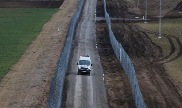Въпреки ЕС: Унгария задържа мигрантите в транзитни зони