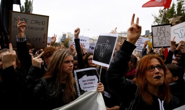 Аборт туризъм – полякини търсят помощ в Германия