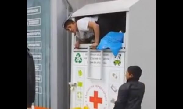 """Ромчета си """"набраха"""" дрехи от контейнер на БЧК"""