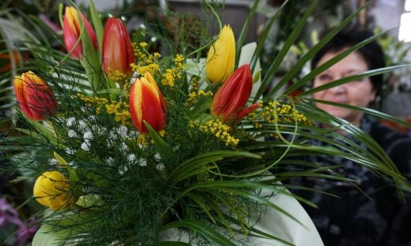 С цвете за теб: Честит 8 март!