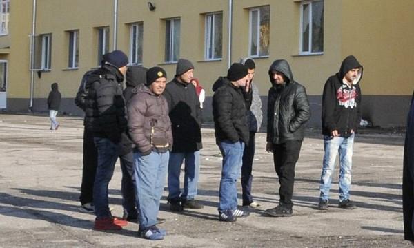 Каналджии крили мигранти в ромски махали на София