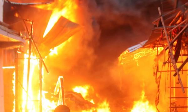 Най-малко 19 момичета загинаха при пожар в детски приют
