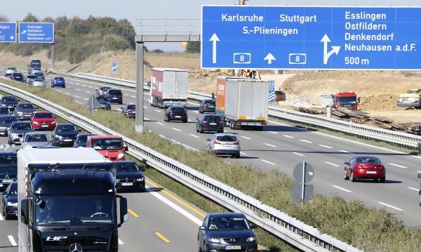 В сивия сектор: Над 500 нелегални буса возят нашенци до Западна Европа