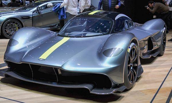 Aston Martin разкри суперколата си пред публика