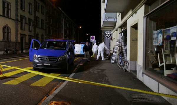 Двама въоръжени убиха двама в кафене в Базел