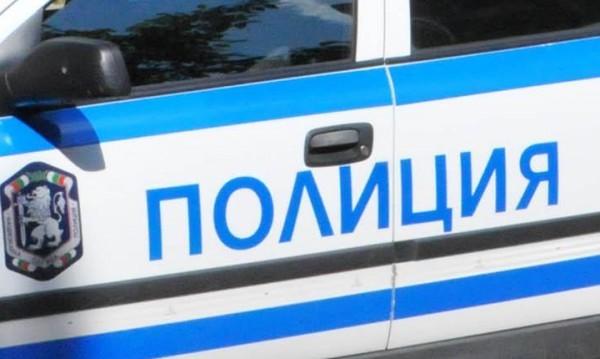 Полицаи пипнаха автомобил с чужди транзитни номера