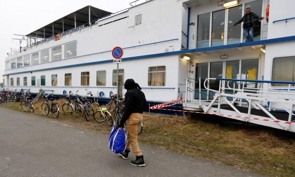 Имигрантите ги чакат тежки времена в Холандия