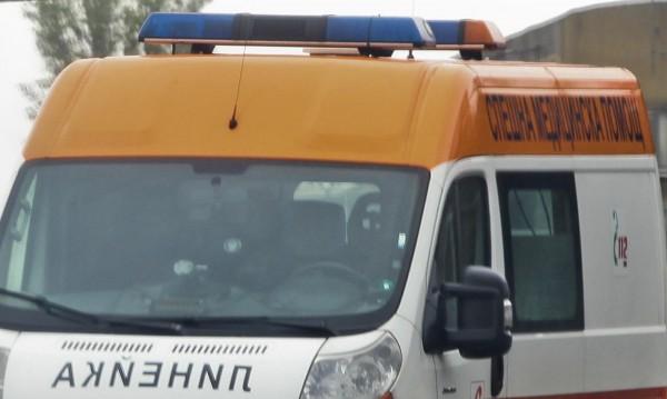 Катастрофа затвори Кресненското дефиле, два буса и кола се удариха