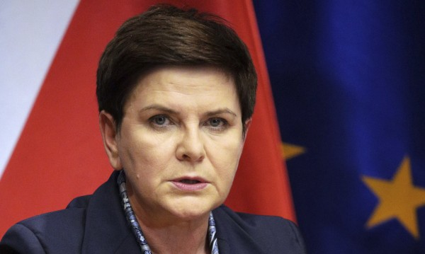 "Полша скочи срещу ""Европа на скорости"": Шантаж!"