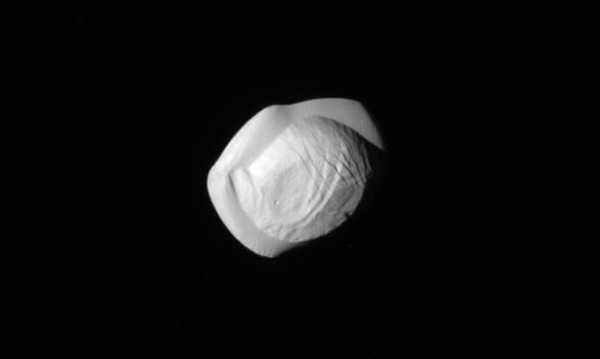 """""""Касини"""" засне """"космически пелмени"""" край Сатурн"""