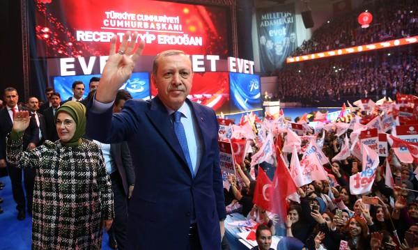 Ердоган отвръща на Холандия: Нацистки останки и фашисти