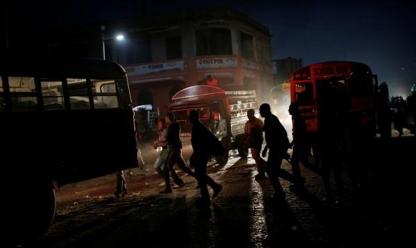 Автобус се вряза в тълпа, 34 загинаха