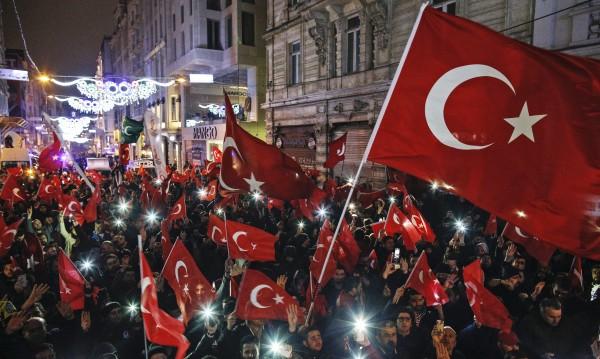 И да мине, и не – референдумът ни води вълна от бягащи от Турция