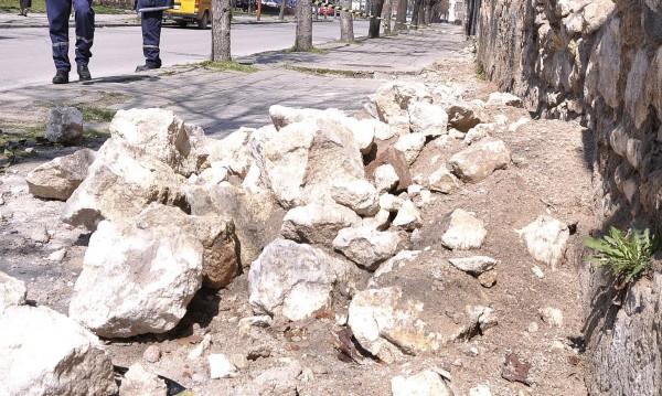 Част от сграда се срути в Шумен, няма пострадали