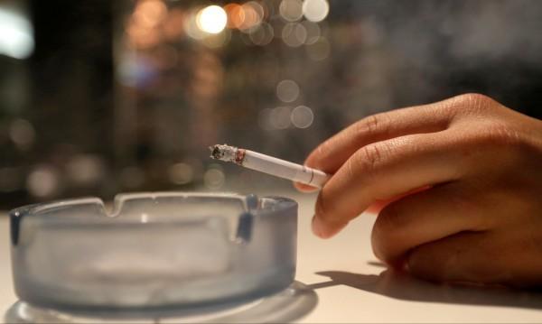 Рекордьори: Всеки трети българин – страстен пушач