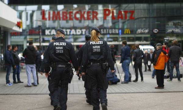 Трима камикадзета щели да нападнат мола в Германия
